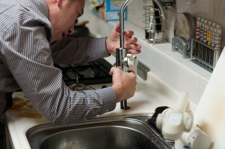Ce qu'il ne faut pas faire après un constat d'une fuite d'eau chez vous !